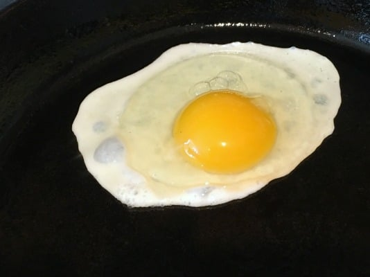 Frying an egg in a cast iron skillet