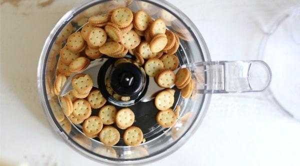peanut butter sandwich crackers in a food processor