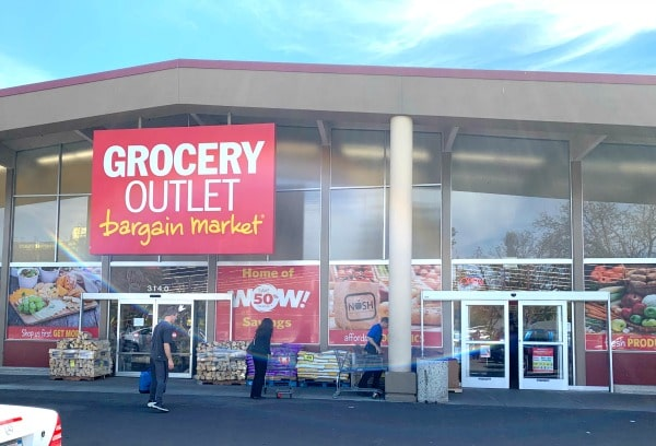 a picture of a Grocery Outlet store front