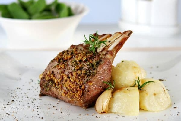 rack of lamb with herbs and potatoes