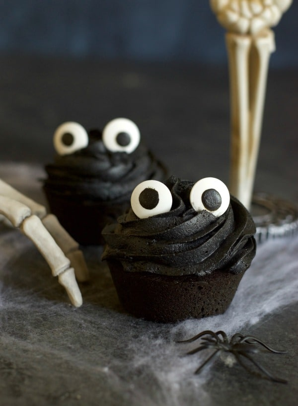 black cupcakes with black buttercream frosting and eyes to make cupcake ghouls