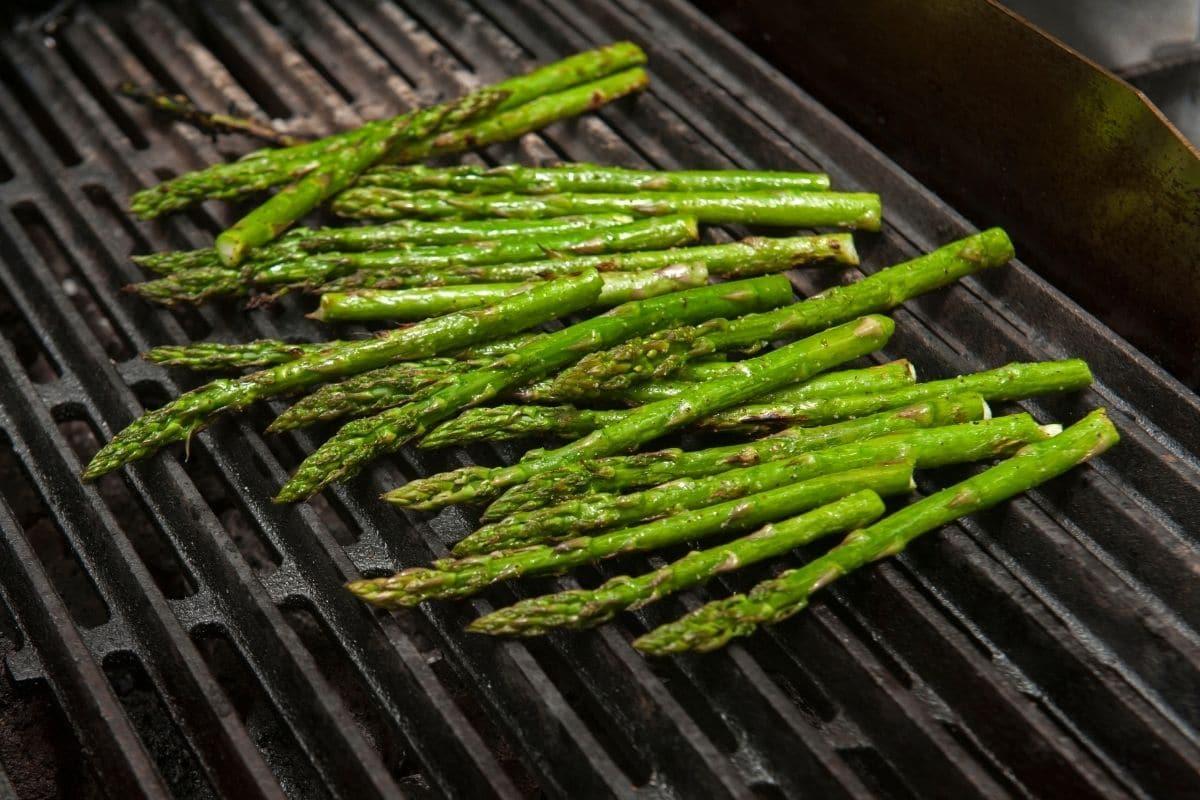 asparagus on a gas grill