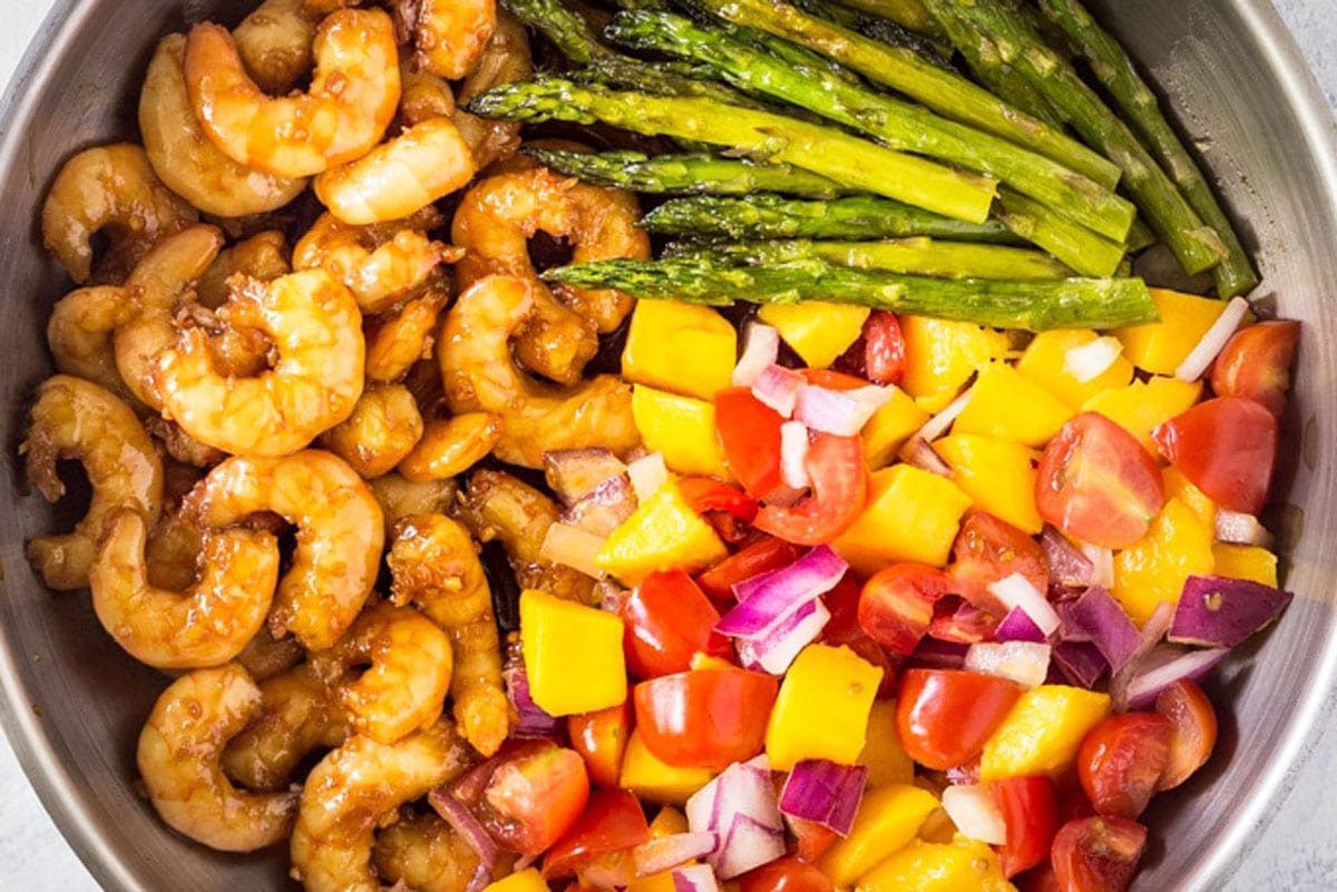 cooked shrimp and asparagus in the pan