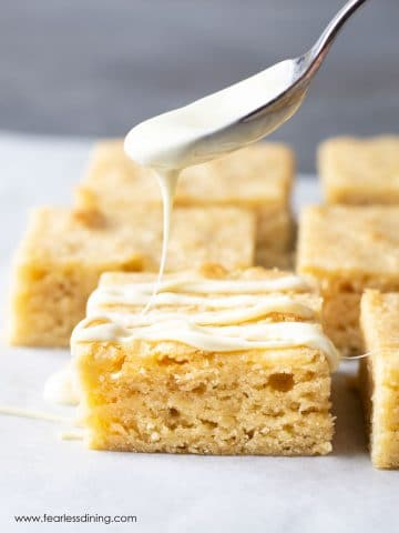 drizzling white chocolate over a white brownie